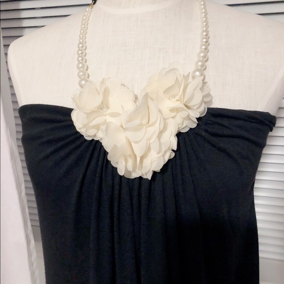 Maxi Pleated Front Flowers Center Pearl Neck Strap